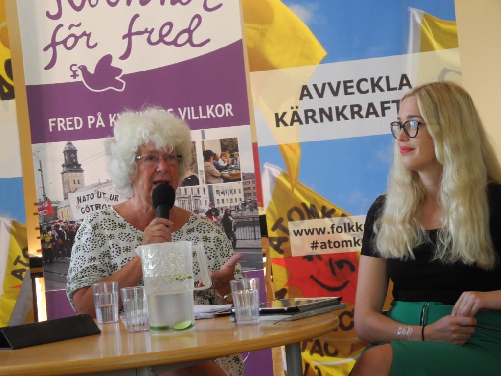 Majbritt Theorin och Linda Nordlund gick en hård match. Foto: Jan Strömdahl.